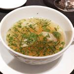 ラ ターブル ドゥ ジョエル・ロブション - フォアグラのラビオリ、ブイヨンのスープに浮かべて