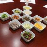 趙楊 - 料理写真:十二種前菜盛り合わせ