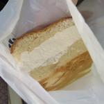 小松パン店 - テープを外して、中を覗く…