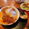与里道 - 料理写真:かつ丼 デカい!