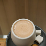ダンデライオン・チョコレート ファクトリー&カフェ蔵前 - クラマエホットチョコレート ほうじ茶入り