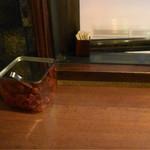 ガンジー - 窓際のカウンター