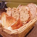 メゾンカイザー - 食べ放題のパン