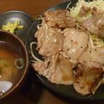 朝日屋 - 日替わり定食(豚バラのバター醤油炒め定食)税込800円