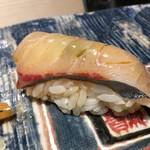 第三春美鮨 - ・シマアジ 2.5kg 背 定置網漁 浜〆 三重県和具