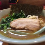 横浜家系らーめん三元 - 料理写真:調味料は、最初生姜、コチジャンらしきもの、胡麻と段階的に入れて味変を楽しみました。コチジャンは塩っぱさ増し増しです。