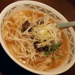 唐華 - 牛腩(牛バラ)刀削麺(880円)2017年1月