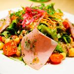 オンザテーブル バイ グッドビア フォウセッツ - 10品目のサラダ