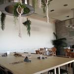 サザンビーチカフェ - 店内:テーブル席