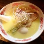 麺酒処 ぶらり - 鶏白湯ラーメン 玉子入り 930円