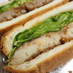 堀田牛肉店 - コロッケでサンドイッチを作成