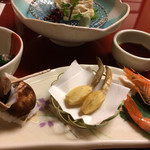 鳥茶屋 - 前菜はくわいの素揚げ、つぶ貝、有頭エビ。 くわいが揚げたてなら評価は倍違うけどな…