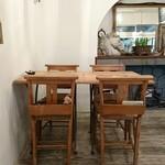 61157410 - アンティークミシン台のテーブル