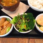 和カフェ yusoshi - 豚の生姜焼き、グリーンサラダ、卵焼き(明太子ソース)