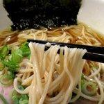 麺や 福一 - 細くてしなやかな麺!