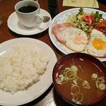 コーヒー ロード - ハムエッグライス   ドリンク&サラダつき    ¥650