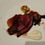 タテル ヨシノ ビズ  - 肉料理 鹿肉のグラン・ヴヌール風