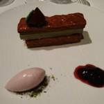 タテル ヨシノ ビズ  - デザート ピスタチオクリームのミルフィーユ