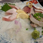 旬魚菜 しら川 - 刺し身盛合せ(ワラサ、〆鯖、アオリイカ、炙り太刀魚)