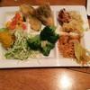 ジ オーブン アメリカン ブュッフェ - 料理写真:サラダ、天ぷら、炒飯、あんかけ焼きそば