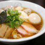 八雲 - 特製ワンタン麺 黒だし + 味玉