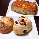 パーネ ディ トゥッティ - 赤いミッレ、チェント、クルミとオチーズのフォカッチャ