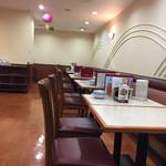 牡丹 - 2017年1月中旬 店内奥の列のテーブル席。