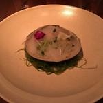 calme - 黄身酢であえた北寄貝とブロッコリー マスタード風味
