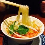 ソムオー - フォー麺をリフトアップ!