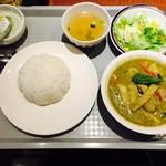 ソムオー - 鶏肉のグリーンカレーセット!