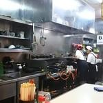 61246175 - おばちゃん達が働く厨房