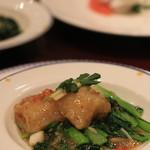 萬珍樓 - 新年のお料理のメニューより 年年有余 白身魚と青菜の炒め物