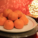 萬珍樓 - 新年の食べ物のディスプレイより ミカン