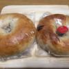 パン工房 風見鶏 - 料理写真:プレーンベーグルとイチジクのベーグル