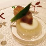 リストランテ ドゥエ フィオーリ - 燻した寒鰆のクルーダ 蕪 アマラサンス 柚子 アンチョビ