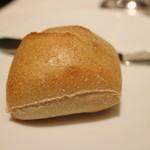 リストランテ ドゥエ フィオーリ - 全粒粉パン