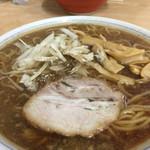 あさひ楼 - らあめん大盛り。麺の量がすごい。。。スープ濃いように見えるが美味しい。麺の柔らかさ加減とあう