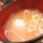 漁十八番 - サービスの蟹の味噌汁