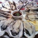 クイーンズ オイスター ハウス アザブ - 国産真牡蠣16個プレート