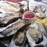 クイーンズ オイスター ハウス アザブ - 国産真牡蠣12個プレート