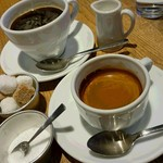 カフェ&ブックス ビブリオテーク - エスプレッソダブル(手前)、コーヒー