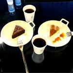 コーネルコーヒー - 本日のコーヒー¥350、ガトーショコラ¥500、チーズケーキ¥500
