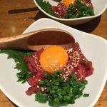 肉餃子専門店 THE GYO - 桜ユッケ刺し(853円税込)