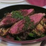 Les pif et dodine - 牛ハラミ肉のステーキグリル2,100円+税