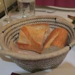Les pif et dodine - バケット、席料はパン代込みで一人500円+税