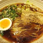 東風金菜亭 - ワサビ風味のスープ?!に惹かれて、『黒わさ』というラーメンにしました。