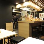 東風金菜亭 - 夜は、バラエティに富む麺メニューに加えて、居酒屋メニューも色々あるみたいです。
