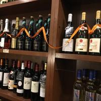 様々な国の良質なワインをリーズナブルに取り揃えております
