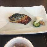 タウンホテルミナミ - 2017年1月。朝食。鯖の塩焼き。