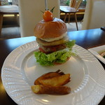 mokumokuとまとcafe - ジャージーモッツァレラとポークパテバーガー